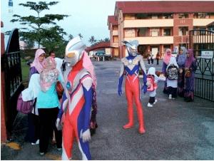 Sekolah Meriah, Guru Pakai Kostum Ultraman